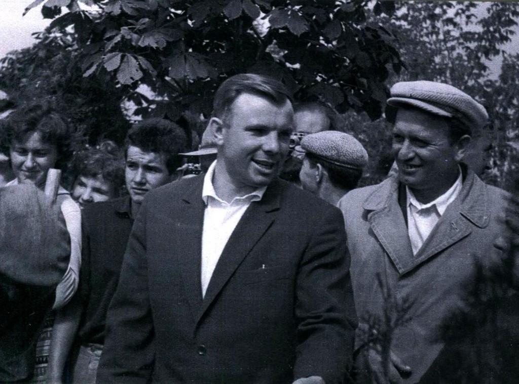 Летчик-космонавт Гагарин Ю.А. на Малаховом кургане. 21 сентября 1961 года ГАГС, фонд фотодокументов, ед.хр. 15029