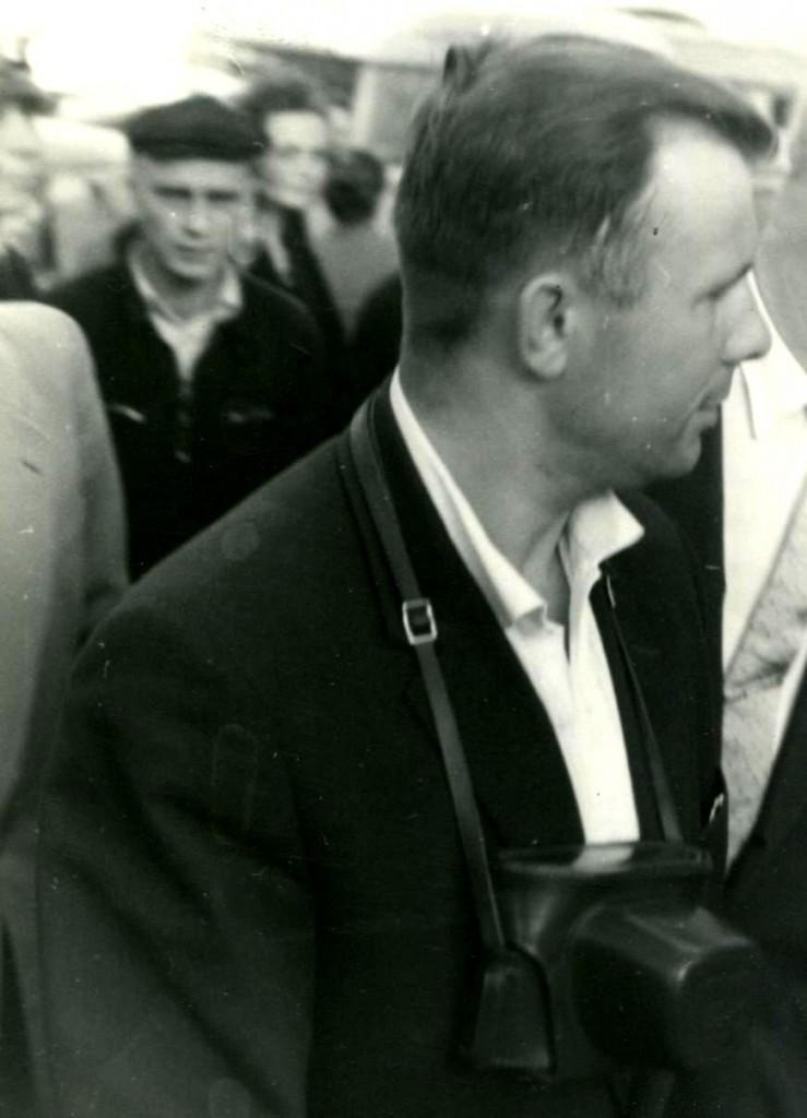 Летчик-космонавт, Герой Советского Союза Гагарин Ю.А. осматривает достопримечательности города во время пребывания в Севастополе. 21 сентября 1961 года ГАГС, фонд фотодокументов, ед.хр. 860
