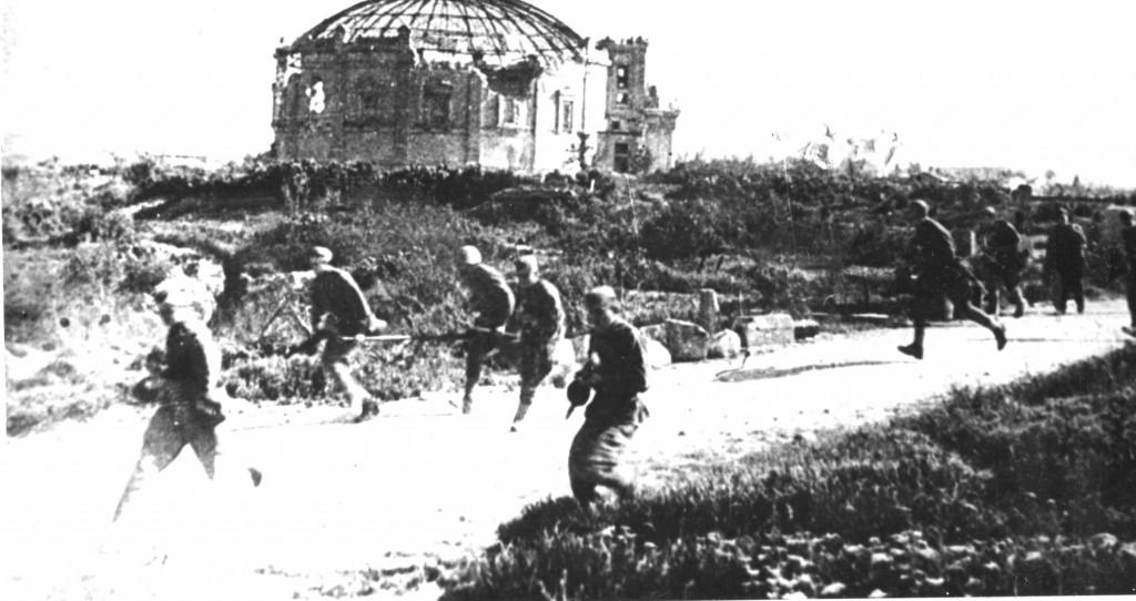 Советские воины